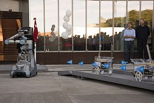 Robots cut the ribbon to inaugurate the Engineering Faculty - C.F. Møller. Photo: Søren Lykke Bülow