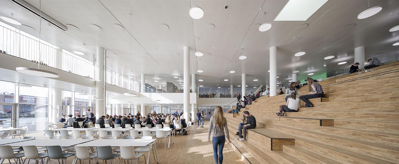 建物の中の様子。広いオープンスペース